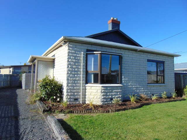 Handy Mosgiel Townhouse - Full Exclusive Use