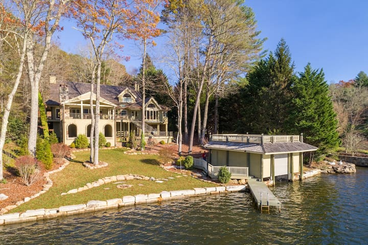 Luxurious Mountain LakeFront Home~Bear Necessities