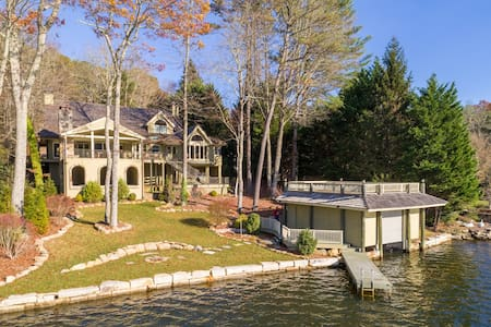 Luxury lakefront home with Kayaks, Paddle Boards..