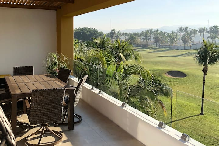 Charming Nuevo Vallarta Apartment with a View