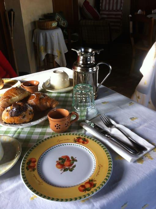 Breakfast as you like it, in delightful surroundings.
