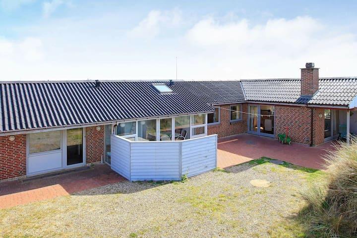 Espaciosa casa con sauna en Ringkøbing