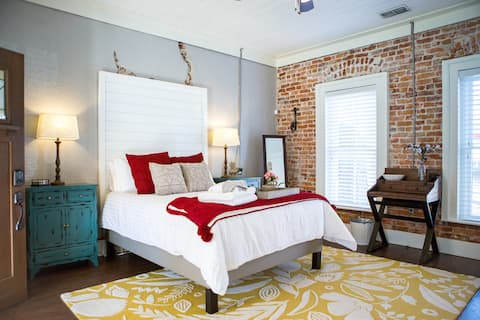 Historic Pearcy Place - Pecan Suite