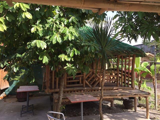 Moys Nipa Huts Filipino Style Accommodation Hut 02 - Bacolod - กระท่อม
