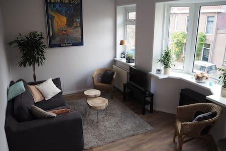 Zonnig appartement 2,5 km van centrum Haarlem - Haarlem - Apartament