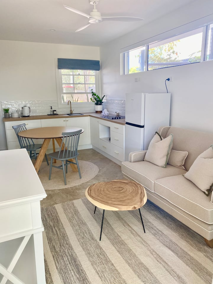 Comfortable and cosy self-contained unit, Taringa