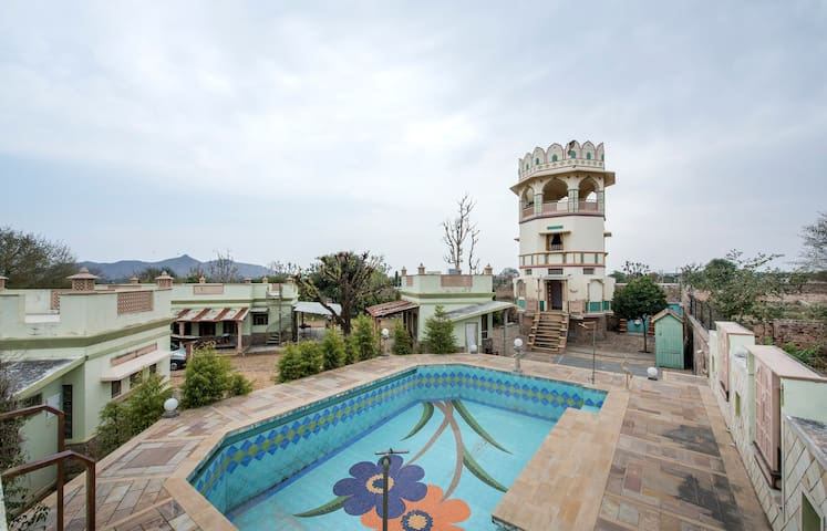 Artisana Farm with Pool and Jacuzzi in Jaipur