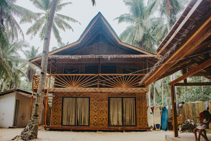 Amigos Siargao Cozy Native Private AC Room