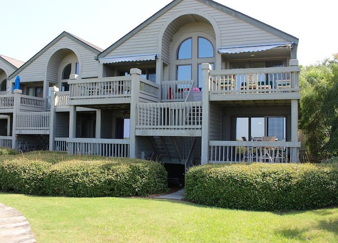 Amazing End-Unit Villa w/ Water/Beach Views! Dog Friendly! 5-Star!