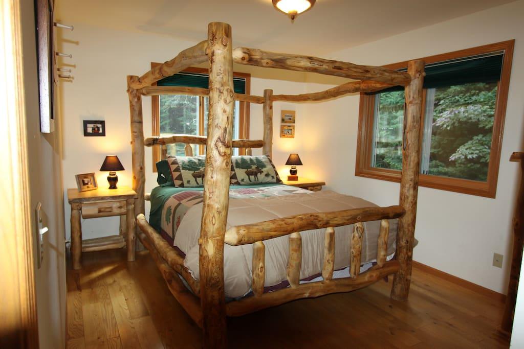 1st Bedroom; Queen