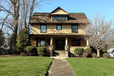 Historic Arts & Crafts Style Home - Ravenna - Dom