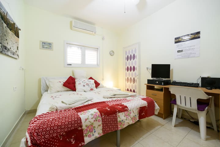 Lovely Cosy Apartment near Beach & Sea Promenade - Netanya - Apartemen