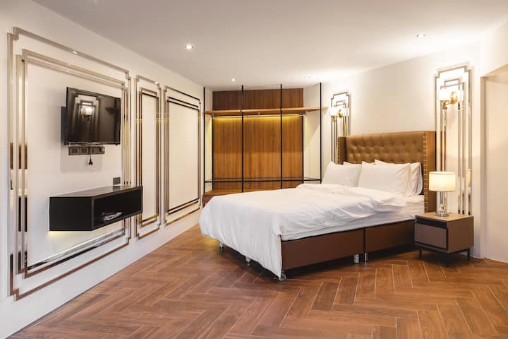at BTS/metro New luxury room + free wifi 2/1