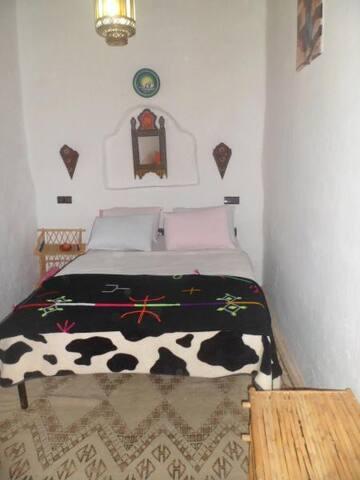 chambre double avec salle de bain commune