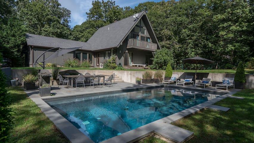 Modern Lodge-Style Beauty in Montauk, 10 Min. Walk to Ocean Beach, Heated Pool, Tree-Shaded Backyard