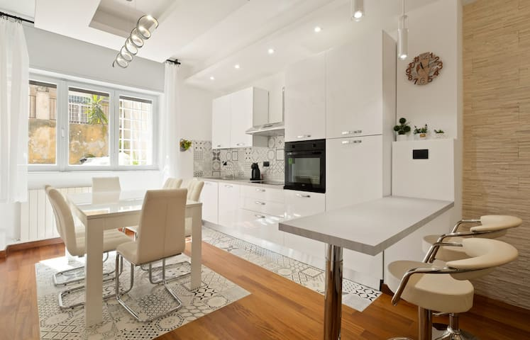%3 bed modern flat - 15 minutes walk to Colosseum