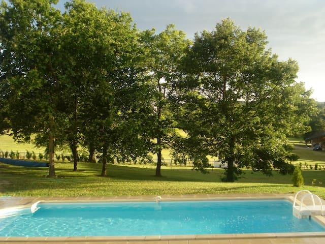 Maison à la campagne, avec piscine. - La Roche-Posay - Huis
