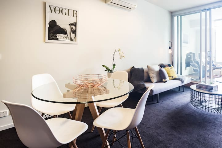 Chic Beach Apartment! - Saint Kilda