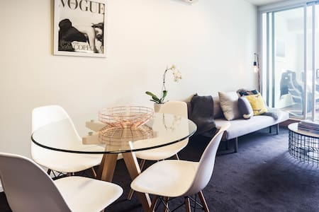 Chic Beach Apartment! - Saint Kilda - Apartment