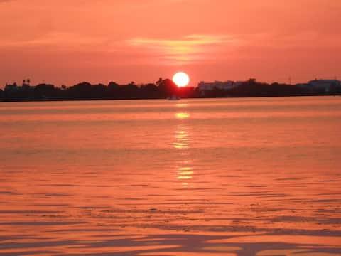 Sarasota condo 10 minutes from beach
