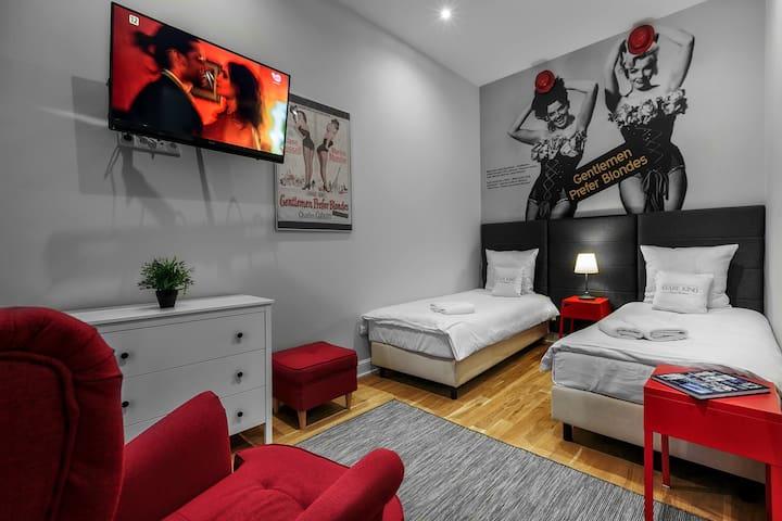 Cinema Rooms filmowe apartamenty Piotrkowska 120