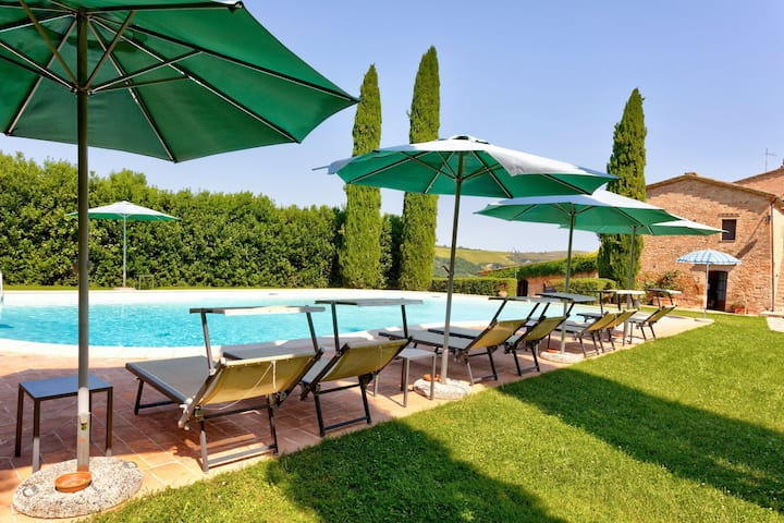 Secluded Farmhouse in Montalcino with Swimming Pool