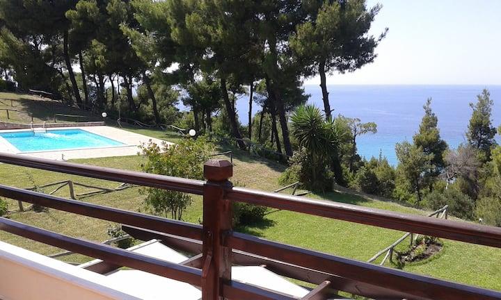 Stylish, big & bright family Villa near the Beach
