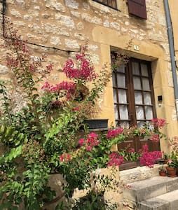 Chez Laraine - Restored Medieval village house