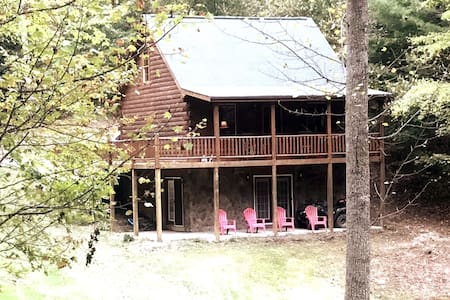Piney Fork - Log cabin close to the Town of Floyd