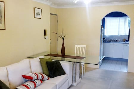 2br Unit, 1 st floor, Ideal for singles & couples - Clayfield