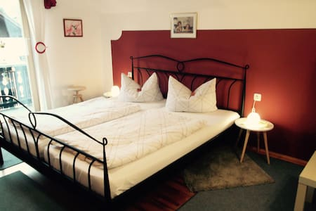 B&B-Apartment + room-Garmisch 21 km - Unterammergau - Bed & Breakfast