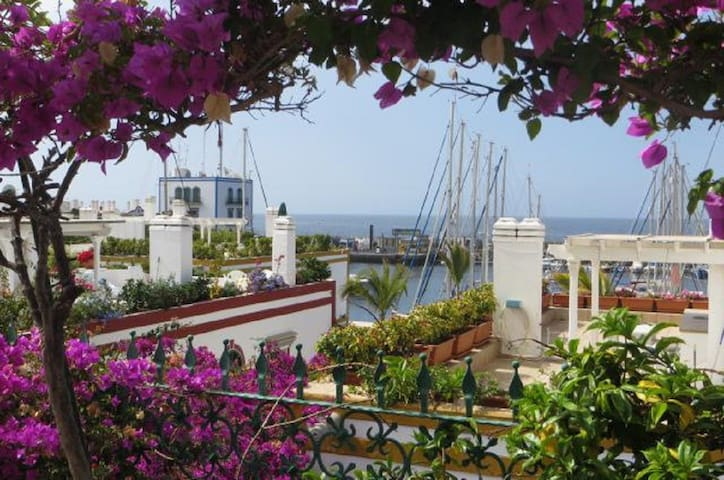 House in the port of Mogan with roofterrace and beautiful views