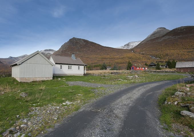Hytte på Langsetra/cabin in the mountain