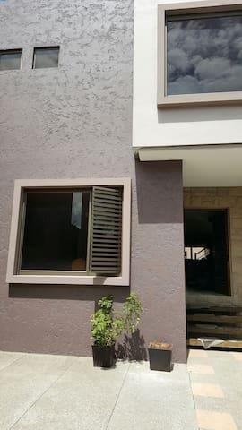 Rento casa por día o por mes - Cuenca, Azuay, EC - House