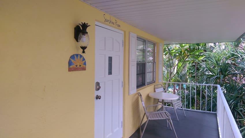 Sunshine Apartment @ Pairadice Palms