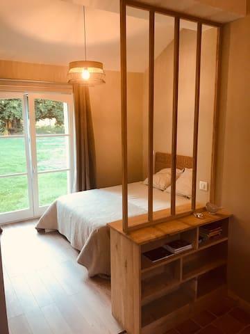 Chambre double dans fermette flamande rénovée.