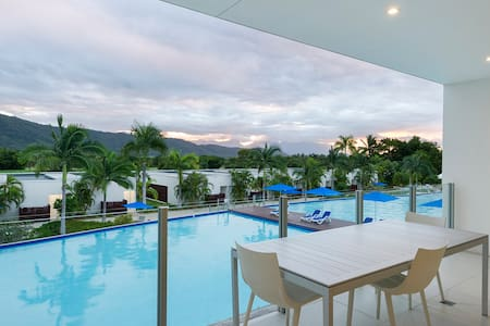 POOL RESORT - Luxe 3dbr pool access with views