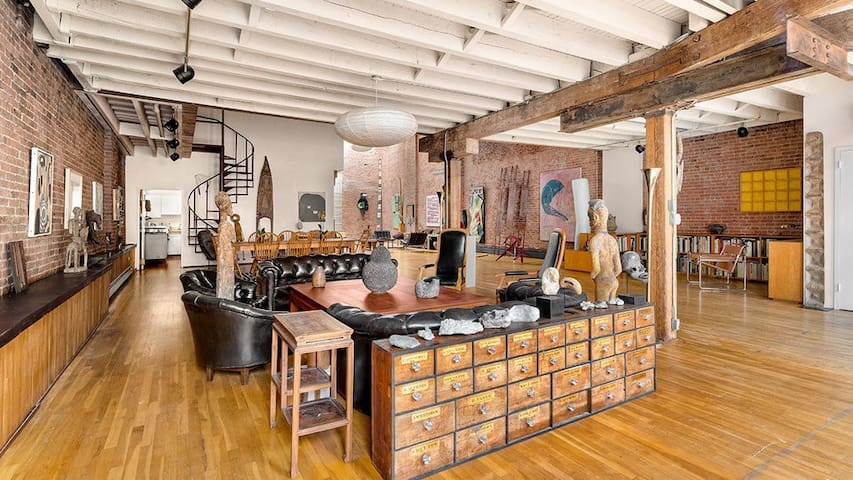 Amazing downtown loft with tons of space