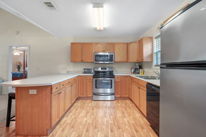 ***Close to Kings Bay and Historic St Mary's!***