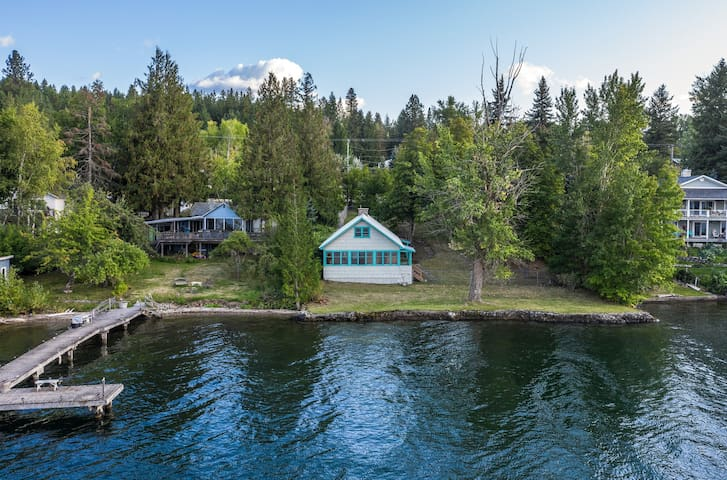 Lakefront home on Lake Pend Oreille w/full kitchen & large fenced yard!