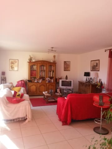 chambre dans une villa - Béziers - วิลล่า