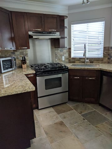 Bright Executive 1 bdrm. suite. No shared spaces