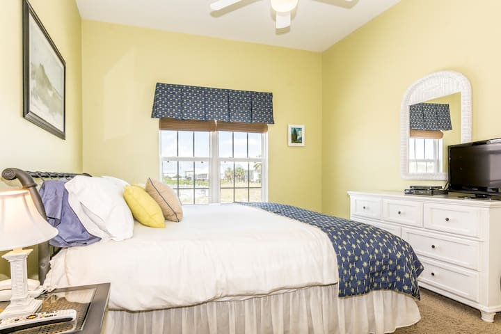 Dolphin East Beach home, Gulf Front Luxury & Pool - Gulf Shores - Rumah