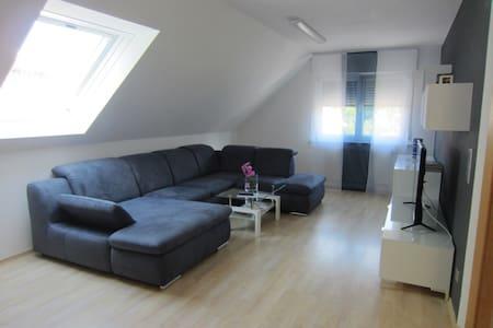 Großes Wohlfühl-Appartement - Kirchheim unter Teck - Lejlighed