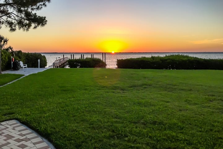 Beach Castle Resort #27: 3 BR / 3 BA Villa on Longboat Key by RVA, Sleeps 8