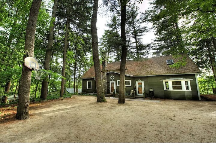Forest Lake 4BR,2B! Lakefront,Hot Tub, Boats, Fun!