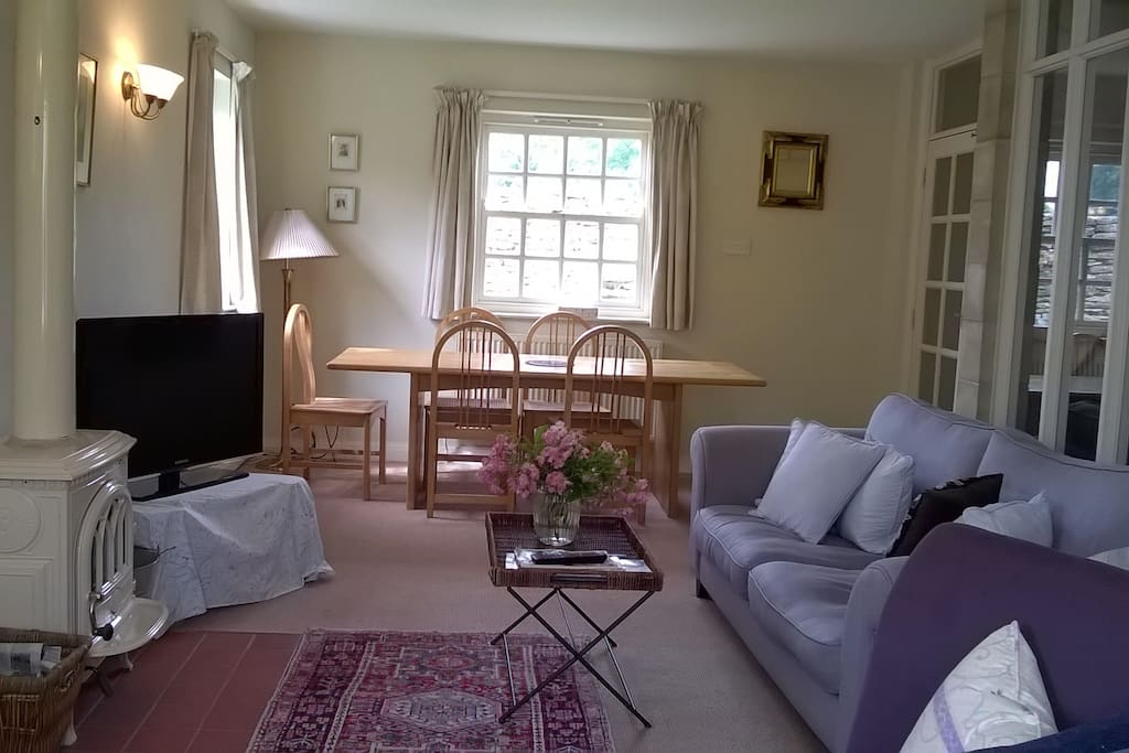Sitting room towards the dining end