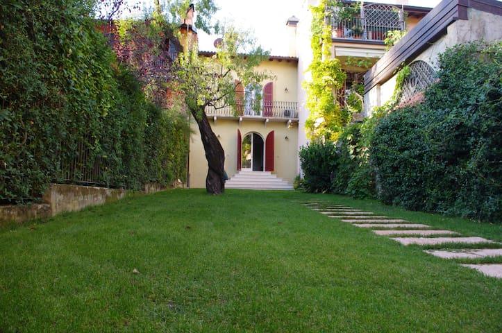 House with private garden - Salò - Salò - House