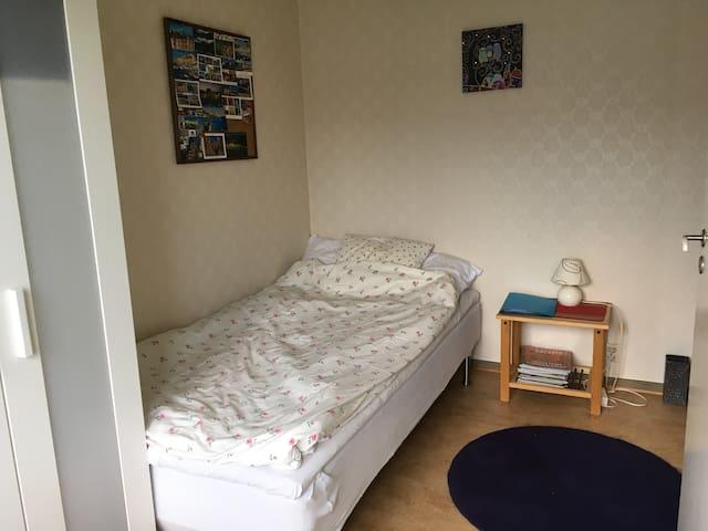 Room, central Hisingen. - Gothenburg - Apartment