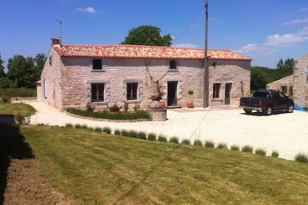 Le Thou Farmhouse, Vendee, France. - Saint-Hilaire-des-Loges - 独立屋